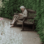 Nie tylko opieka – Czym zajmuje się opiekun osób starszych?
